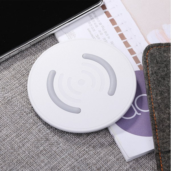 Wholesale Ultra-Slim Wireless Charger 5V / 1.5A for Qi Compatible Device (White)